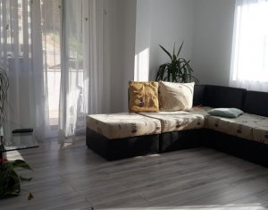 Apartament cu 3 camere, etaj intermediat, zona Vivo