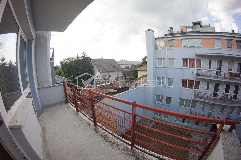 Apartament de inchiriat cu 3 camere, in centru, zona Regionala CFR