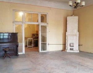 Apartament 68mp, ultracentral, curte, beci, str. Memorandumului