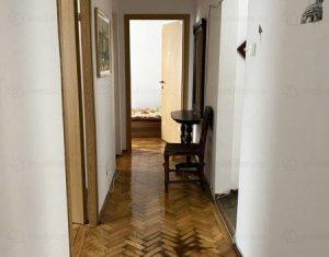 Apartament 4 camere, decomandat, 79 mp, etaj 1 din 4, garaj, Manastur