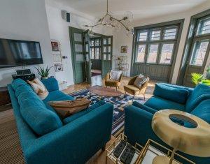 Apartament cu 3 camere, Lux, Ultracentral