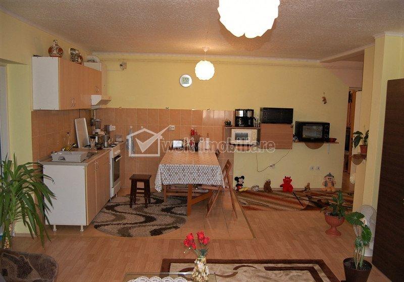 Apartament 3 camere, semidecomandat, 72 mp, etaj 3 din 3, in IRIS