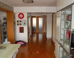 Ap. 4 camere, decomandat, ultrafinisat, 94 mp, etaj 4 din 4, zona Piata Cipariu