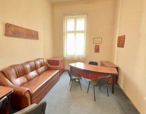 Apartament 3 camere 69 mp , bd. Eroilor, Centru