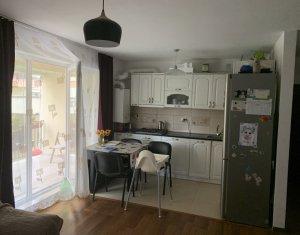 Apartament 3 camere, situat in Floresti, zona centrala