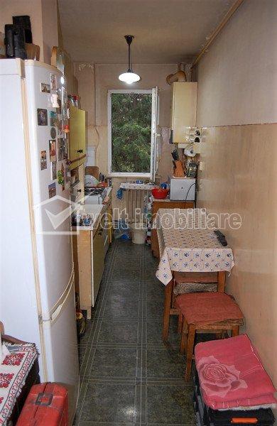Apartament 2 camere, semidecomandat, 40 mp, etaj 1 din 4, Manastur, zona Colina