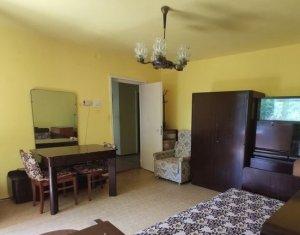 Apartament 3 camere, 2 bai, etaj 1, decomandat, 2 balcoane, zona Cinema Marasti