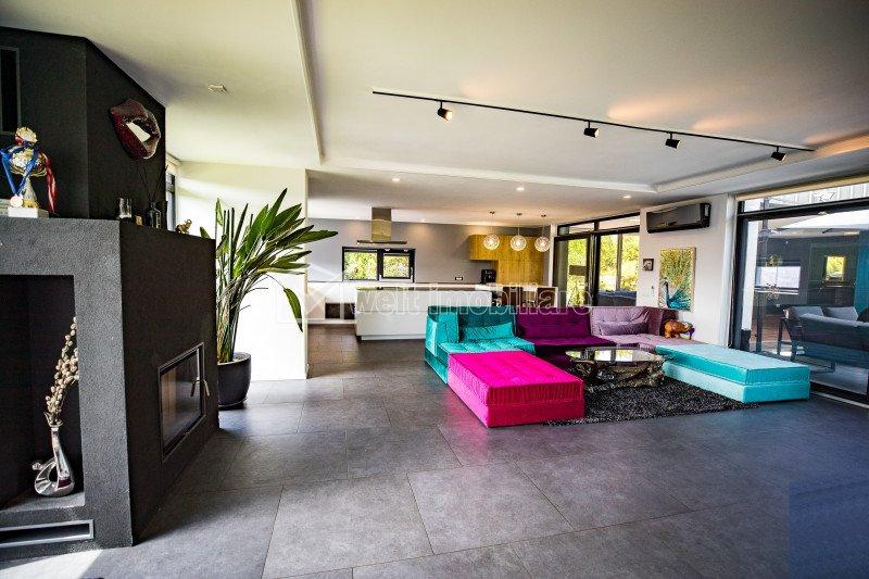 Casa ultrafinisata, moderna, la cheie, priveliste asupra intregului oras