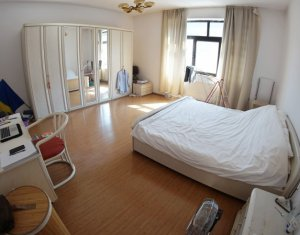 Apartament 2 camere, decomandat, 85 mp, pe Clinicilor, central