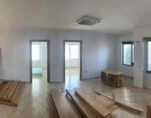 Apartament 3 camere,nemobilat, situat la parter, cu parcare