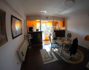 Appartement 3 chambres à vendre dans Gherla, zone Centru