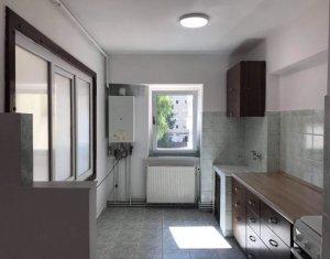 Apartamente 3 camere, 2 bai, balcon, in Manastur, zona centrala a cartierului