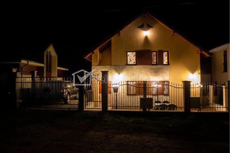 Casa de inchiriat cu 4 camere, 200mp, Sannicoara