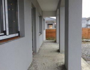Casa bungalow 3 dormitoare, 98 mp utili, pe un teren de 500 mp, Jucu de Sus