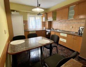 Apartament de 86 mp, compus din 3 camere decomandate, 2 bai, zona Calvaria