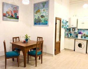 Apartament cu 2 camere, 50 mp, Zona Centrala cu parcare si curte comuna
