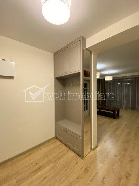Apartament 3 camere, 109 mp, 2 balcoane si garaj, partial mobilat, zona Europa