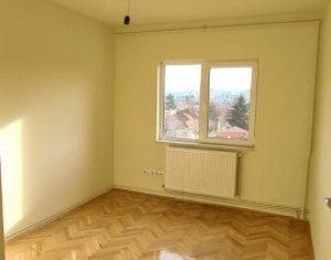 3 camere, 68 mp, decomandat, 2 balcoane, 2 bai, boxa, parcare,  Gheorgheni