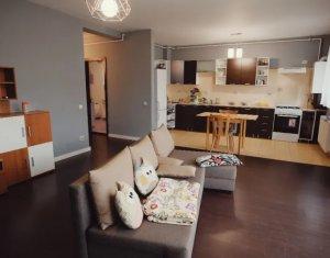 Apartament spatios si luminos in bloc tip vila, terasa si 2 parcari, Buna Ziua