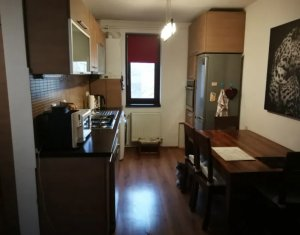 Apartament cu 3 camere, baie cu geam, zona Gheorgheni, CF la zi, strada Rebreanu