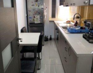 Appartement 3 chambres à louer dans Cluj-napoca, zone Gara