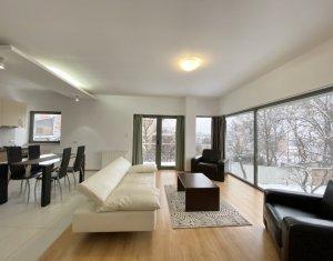 Apartament la vila, 3 camere, priveliste superba, zona ultracentrala, gradina