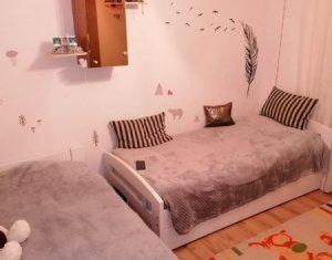 Apartament 2 camere, decomandat, finisat, etaj 3, Intre Lacuri