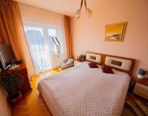 Vanzare apartament 3 camere, mobilat si utilat, boxa, zona Iulius