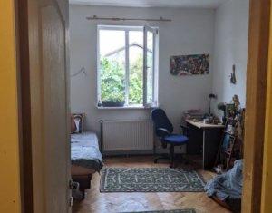 Vanzare apartament 2 camere, 46 mp, curte, etaj intermediar, Centru