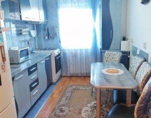 Apartament cu 3 camere, 2 bai, etaj 1, strada Aurel Vlaicu