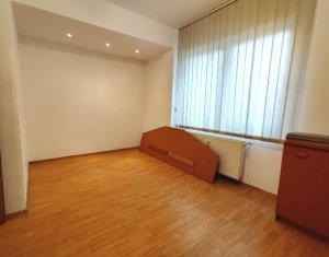 Apartament 2 camere, The Office