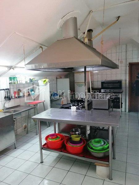 Spatiu alimentatie publica cu terasa si parcare, bucatarie echipata