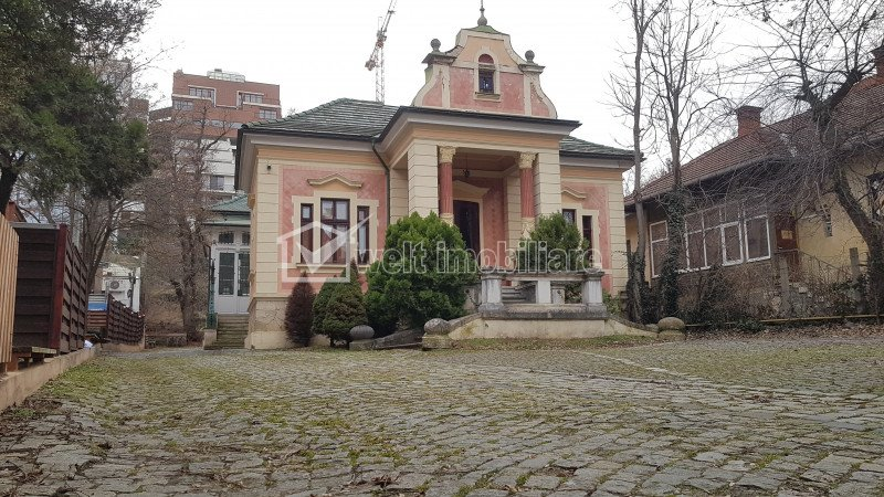 Imobil de prestigiu, constructie 1902, str Emil Racovita