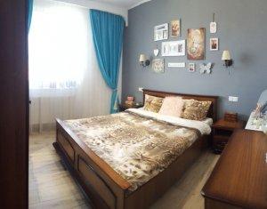 Apartament cu 3 camere + balcon inchis, semidecomandat, 74 mp, zona Sub Cetate