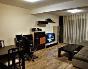 Apartament cu 3 camere, modern, etaj intermediar, strada Florilor
