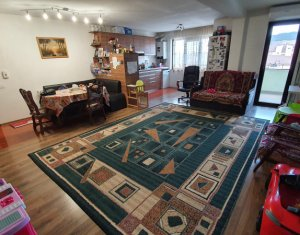 Apartament cu 3 camere, suprafata generoasa, strada Florilor, Floresti