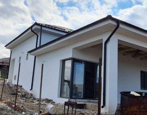 Casa intr-o zona splendida, Campenesti, 625 mp teren, proiect de continuat