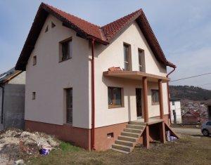 Casa intr-o zona linistita, Campenesti, 990 mp teren, intabulata