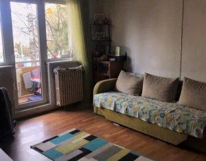 Apartament 3 camere, semidecomandat, 52 mp, etaj 1, parcare, Manastur