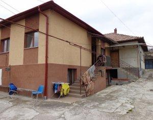 2 case alipite, teren la comun 1067 mp, demisol si parter, Dambul Rotund