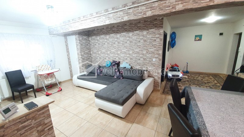 Apartament cu 3 camere, finisat si mobilat, Floresti, zona Stejarului