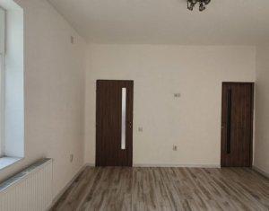 Casa modernizata, 2 camere, zona Garii