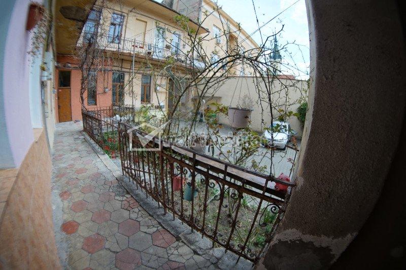 Apartament construit ingenios, parter inalt, loc de parcare, zona strazii Horea