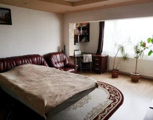 Apartament 3 camere+2 bai, decomandat, etaj intermediar, zona strazii Primaverii