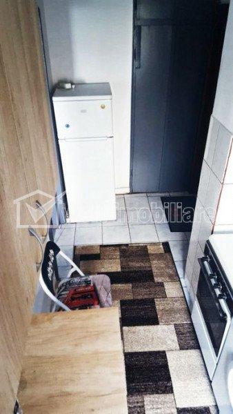Apartament cu 2 camere, semidecomandat, 38 mp, etaj 1, zona Sirena Manastur