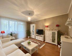 Apartament cu 3 camere, frumos si foarte primitor, zona centrala, loc de parcare