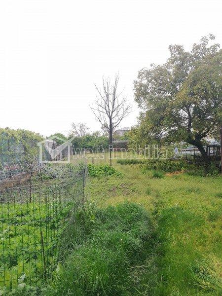 Casa demolabila/renovabila, teren 970 mp, strada circulata.