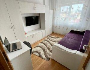 Vanzare apartament 3 camere, Intre Lacuri, decomandat, finisat, etaj intermediar