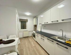 Apartament 4 camere, decomandat, 2 balcoane, 2 bai, etaj 2 din 4, garaj, Marasti