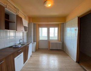 Apartament 3 camere, 77 mp, 2 bai, logie, 2 balcoane, garaj 22 mp, in Centru